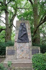 Denkmal für die Gefallenen der Weltkriege - Hamburg Sinstorf.