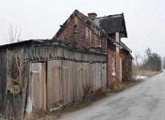 verlassenes Gebaeude und Garagen in HH-Spadenland.