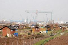 Schrebergarten in Hamburg Neuenfelde - Werftkran.