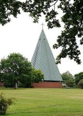 Turm der Kapelle auf dem Langenbeker Friedhof.