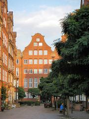 Blick durch die Peterstrasse in die Neanderstrasse in der Hamburger Neustadt - nach alten Plänen 1965 errichtete Bürgerhäuser / Kaufmannshäuser.