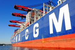 Containerfrachter CMA CGM Christophe Colomb im Hamburger Hafen - das 356,50 m lange Frachtschiff kann 13 344 TEU Standardcontainer an Bord nehmen.