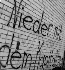 Hinterhof im Schanzenviertel - NIEDER MIT DEM KAPITALISMUS