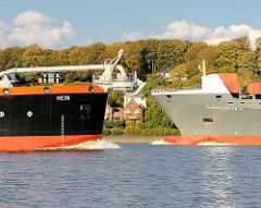 Hein und Charlotta treffen sich auf der Elbe vor Hamburg Nienstedten.