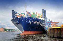 Containerriese Alexander von Humboldt am Kai des Containerterminals Burchardkai im Hamburger Hafen.