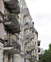 Balkons - Hausfassaden von Gebäuden aus der Gründerzeit - Mietswohnungen.