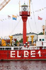 Leuchtschiff Elbe 1 beim Hafenfest von Hamburg Harburg - im Hintergrund das Harburger Schloss.