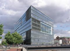 Moderne Architektur in Hamburg Deichtorcenter, Glas und Stahl Gebäude.