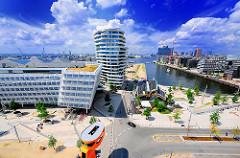 Blick auf Teile der Neubauten in der Hamburger Hafencity - Luftaufnahme von den Marco Polo Terrassen