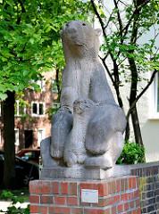 Bärengruppe Wohnblock Koldingstrasse - Kunst im Öffentlichen Raum - Bildhauer Hans Martin Ruwoldt / 1951