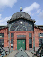 Eingang und Kuppel der 1896 erbauten Fischhalle von Altona - Bilder aus der Altstadt Altonas.