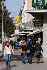 Einkaufsstrasse Hoheluftchaussee - Shoppen und Geschäfte, Einelhande im Hamburger Stadtteil Hoheluft Ost.