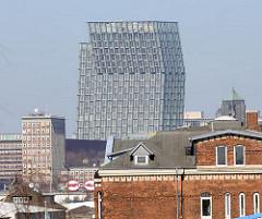 Industriearchitektur im Hamburger Hafen - Ziegelgebäude; Hochhaus Tanzende Türme an der Reeperbahn auf Hamburg St. Pauli.
