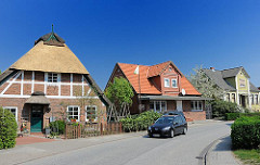 Bilder aus Hamburg Neuenfelde - historische Wohngebäude an der Strasse.