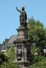 Skulptur Hansabrunnen am St. Georg Hansaplatz - geschaffen 1878, Bildhauer Engelbert Peiffer, der auch den Messbergbrunnen am Hopfenmarkt geschaffen hat.