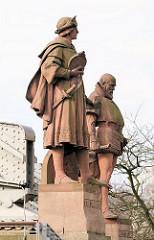 Skulpturen Vaso da Gama + Christoph Columbus - Kornhausbrücke; Eingang zur Hamburger Speicherstadt - Bilder aus dem Stadtteil Hafencity.