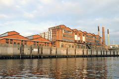 Bilder aus dem Hamburger Hafen - Industriegebäude am Müggenburger Kanal - historische Architektur Hamburgs. Bilder von der Veddel, Fotos von der Peute.