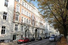 Bilder aus dem Hamburger Bezirk Altona, Stadtteil Altona Altstadt - Gründerzeitfassaden, parkende PKW: