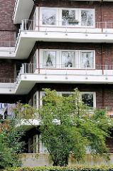 Umlaufende Balkons - Karl Schneider Block in der Jarrestadt von Hamburg Winterhude.