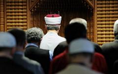 Gebetsraum, Imam Ibrahim Sökmen - Eyüp Sultan Camii, Hamburg Harburg.