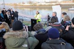 Ansprache Bürgermeister Olaf Scholz auf der Veranstaltung zum Abriss des Zollzauns am Spreehafen in Hamburg Wilhelmsburg / Kleiner Grasbrook.
