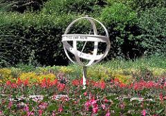 Stadtpark Harburg Sonnenuhr im Blumengarten