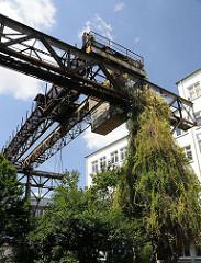 Alter Kran auf dem Gelände der ehm. Kranfabrik Kampnagel in Hamburg Winterhude.