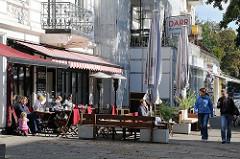 Leben in Hamburg - Strassencafe in der Sonne am Eppendorfer Weg - Hoheluft Ost.