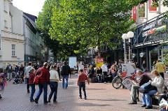 Einkaufsstrasse in Hamburg Altona - Ottenser Hauptstrasse.