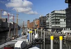 Traditionsschiffe im Sandtorhafen - Architektur in der Hafencity - Hamburg Mitte.