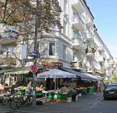 Fotos aus Hamburg, Stadtteil Hoheluft Ost, Geschäfte und Gründerzeit-Etagenhäuser im Eppendorfer Weg, Kremper Strasse.