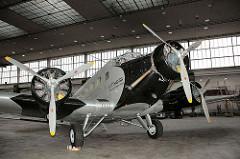 Propellermaschine Ju 52 Hamburg Fuhlsbüttel. Historische Lufthansamaschine Berlin Tempelhof.