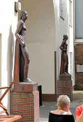 Skulpturen Eingang Daniel Bartelshof - Bildhauer Richard Kuöhl - Fotos aus dem Hamburger Stadtteil Barmbek Süd.