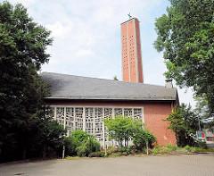 Ev. luth. Apostelkirche in Hamburg Eißendorf - Architektur der 1960er Jahre In Hamburg - Architekturbilder der Hansestadt.