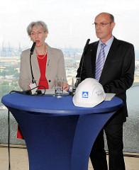 Pressekonferenz mit Kultursenatorin Barbara Kisseler u. Thomas Perkowski (Hochtief) zum Weiterbau an der Elbphilharmonie.