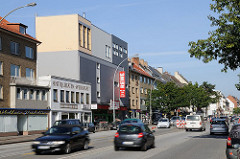 Hoheluftchaussee - Haupverkehrsader Hamburgs - Strassenverkehr, Geschäftshäuser - Läden.