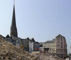 Abriss von Historischen Gebäuden am Ballindamm und Hermannstrasse zum Bau der Europa Passage. Die Einkaufspassage verbindet den Ballindamm mit der Mönckebergstrasse.