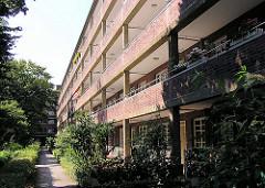 Innenhof eines Laubenganghauses in HH-Barmbek; Architekturfotos der Hansestadt Hamburg.