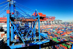 Containerbrücken am Burchardkai - Containerlager auf dem Containerterminal im Hafen der Hansestadt Hamburg.