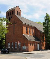 Paul Gerhardt Kirche Hamburg Wilstorf; eingeweiht 1938 - Bilder der Kirchenarchitektur Hamburgs.