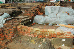 Archäologische Ausgrabungen auf dem Domplatz auf der Suche der historischen Hammaburg in der Altstadt Hamburgs (2005 )