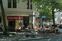 Aussengastronomie in der Schanzenstrasse - Restaurants und Kneipen im Hamburger Stadtteil Sternschanze.