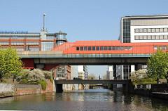 S-Bahnstation Hammerbrook über dem Mittelkanal.