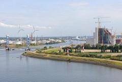 Blick auf die Kattwyckbrücke und Süderelbe - Baustelle Kohlekraftwerk Hamburg Moorburg.