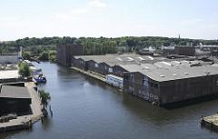 Luftaufnahme Harburg - Blick auf den Ziegelwiesenkanal - Lagergebäude.