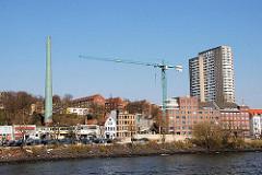Baukräne am Elbufer - Baustelle an der Grossen Elbstrasse - Hafenrandbebauung in Hamburg Altona. (2005)