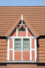 Erkerfenster mit Fachwerk eines Hauses in Hamburg-Cranz - Bezirk HH-Harburg - Hamburgfotos.