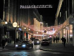 Weihnachtsbeleuchtung in der Strasse Grosse Bleichen in der Hamburger Innenstadt - Passagenviertel im Stadtteil Hamburg Neustadt.
