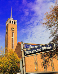 Fotos aus Hamburg Dulsberg - Frohbotschaftskirche am Strassburger Platz / Strassenschilder der Dithmarscher Strasse; Strassburger Strasse.