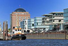 Moderne Architektur an der Hamburger Wasserkante - Bilder aus Hamburg Neumühlen, Stadtteil Ottensen - Bürogebäude und Seniorenresidenz.